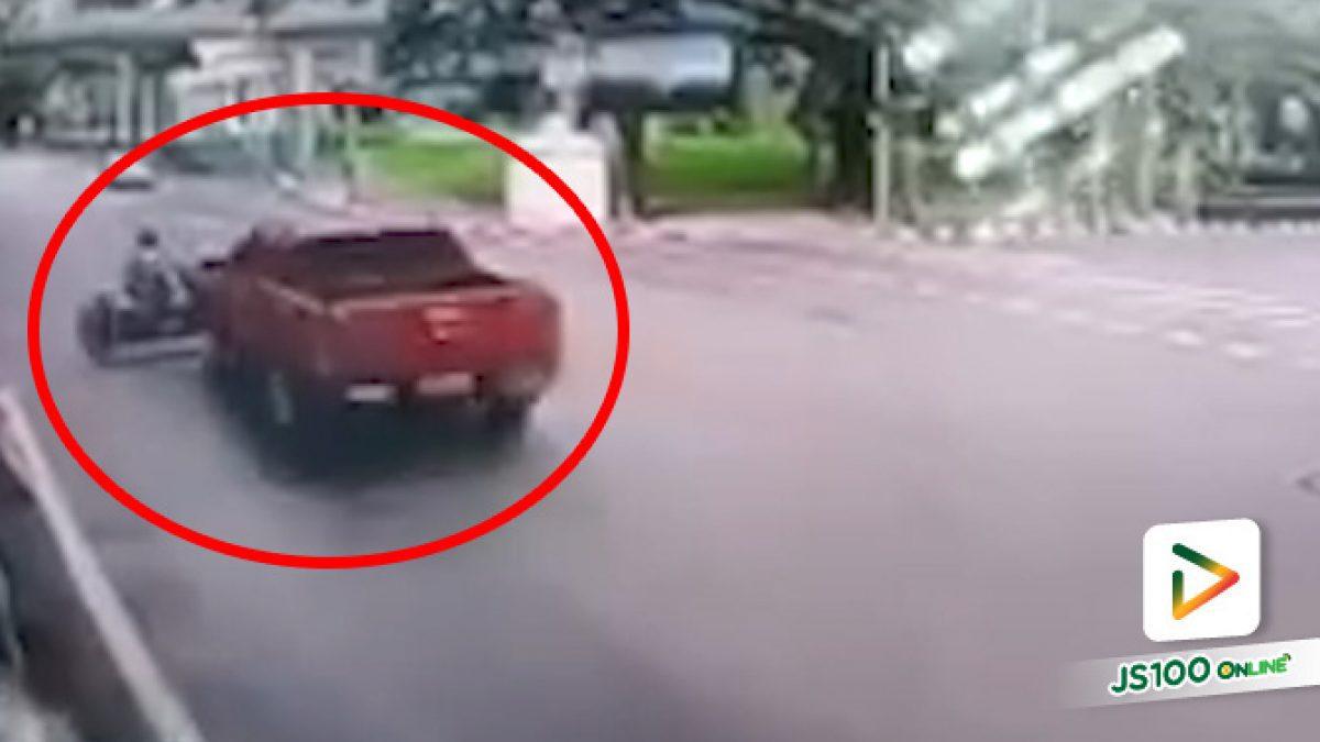 ปิคอัพชนจยย.ฝ่าไฟแดง คนขี่อ้างไม่ได้ตั้งใจฝ่าแต่มือซ้ายดู GPS อยู่