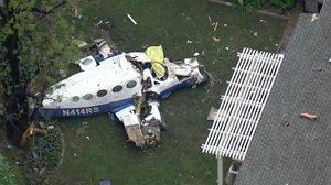 เศร้า!  ครอบครัวเคราะห์ร้ายเสียชีวิต 4 ศพ หลังเครื่องบินตกใส่บ้าน