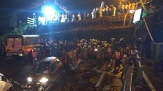 พินาศ ! สะพานอายุ 40 ปีในอินเดียถล่ม กู้ภัยเร่งคนหาผู้ประสบภัย