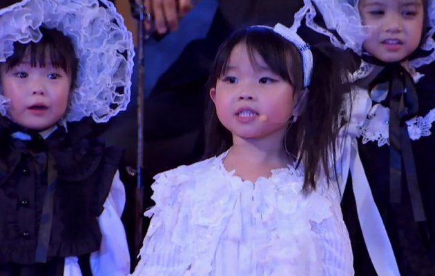 Live Show น้องใบพลู แอนด์ เดอะแก๊ง ฮาราจูกุ คิดส์  การขับร้องประสานเสียงชุด พระราชาบนฟ้า MThai Top Talk-About 2017