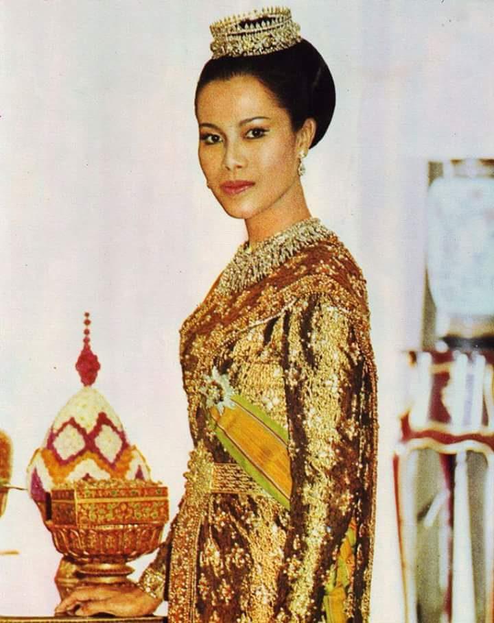 ชุดไทยศิวาลัย