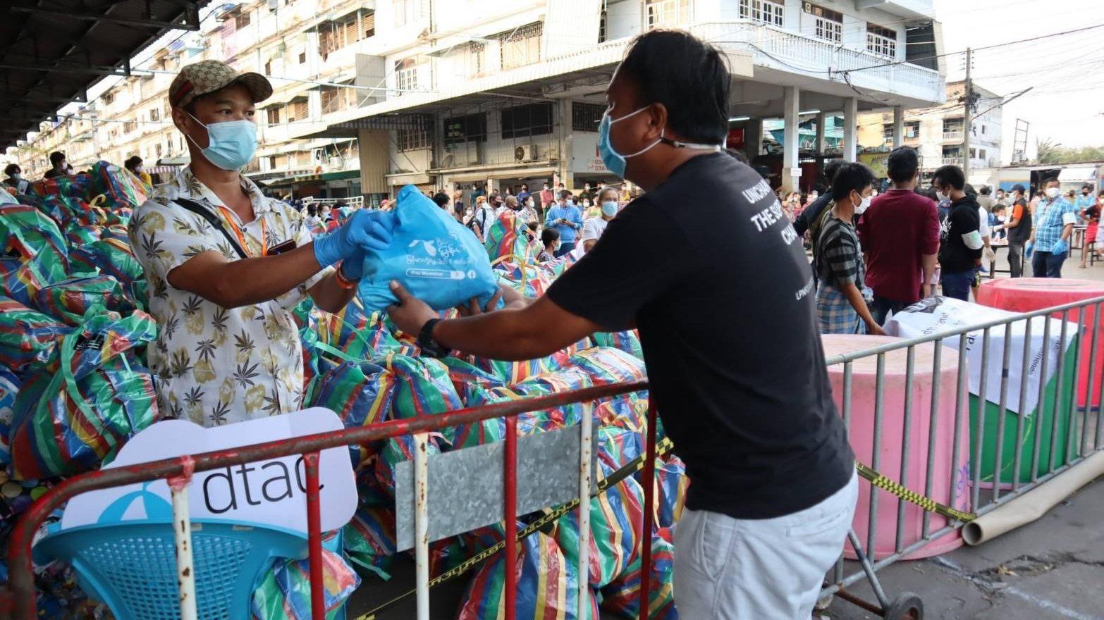 ดีแทคช่วยสนับสนุนแรงงานข้ามชาติสมุทรสาคร และช่องทางสื่อสารพี่น้องชาวเมียนมา- กัมพูชาในไทย เพื่อติดตามสถานการณ์โควิด-19 ผ่านเฟซบุ๊ก dtac Myanmar และ Cambodia