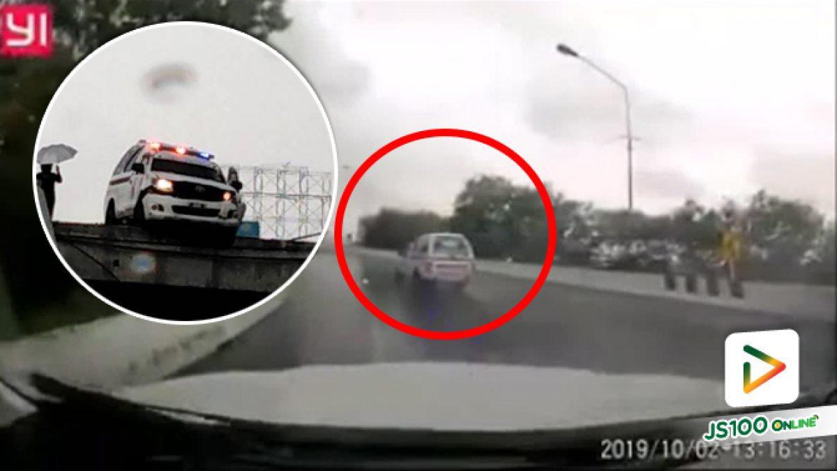 หวาดเสียว!! รถกู้ภัยรีบไปรับคนเจ็บ ฝนตกถนนลื่นขับชนขอบสะพานห้วยกะปิ จ.ชลบุรี เกือบร่วงหล่นจากสะพานทั้งคัน (02-10-62)