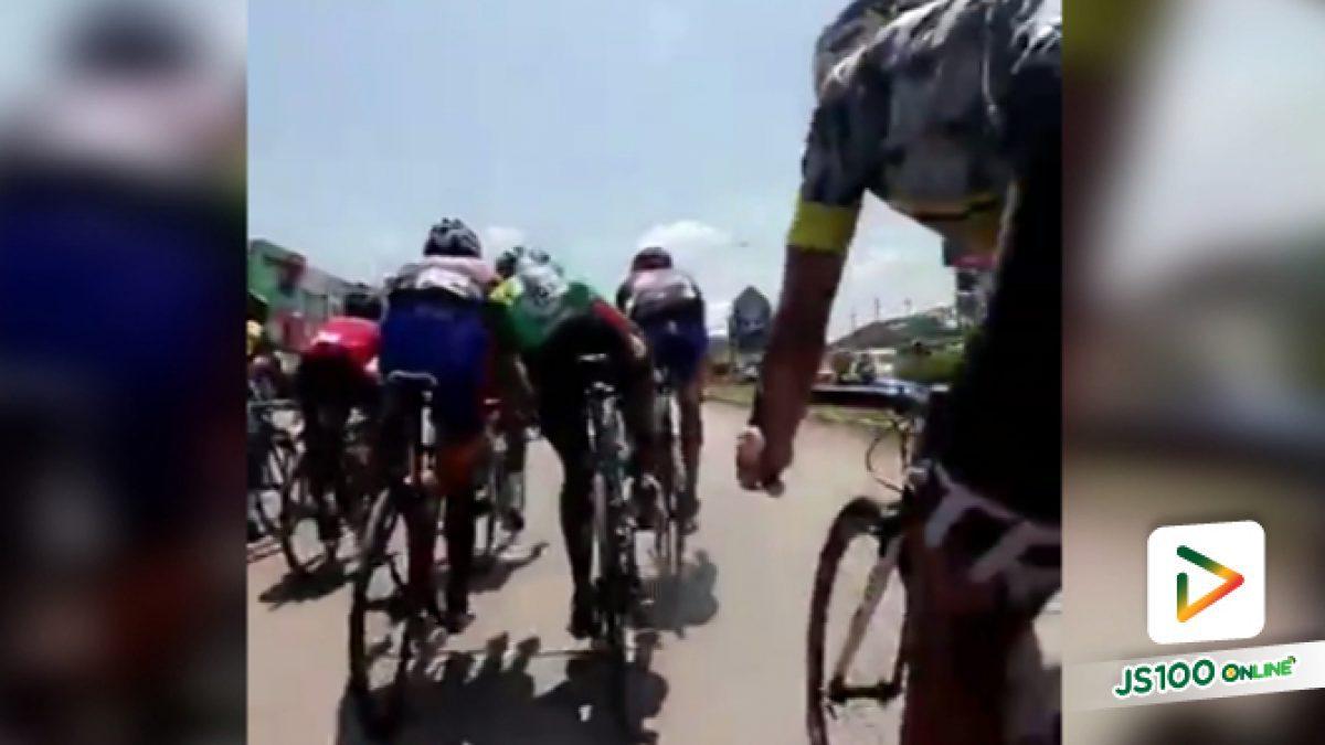 คลิปนักปั่นจักรยานเบียดเพื่อนร่วมทริปจนล้มแล้วขับต่อไม่สนใจ (21-05-61)