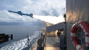 กองทัพเรือ ฝึกยิงอาวุธปล่อยนำวิถีกลางทะเลฝั่งอันดามัน ประสบผลสำเร็จ