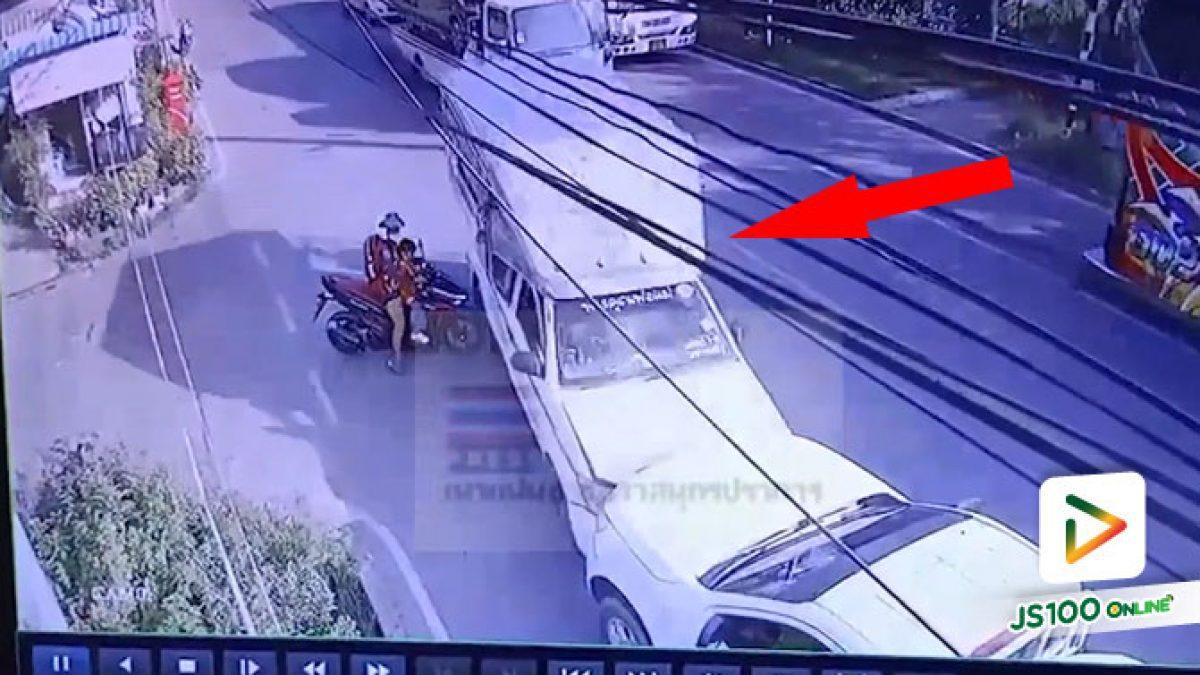 คนขับสองแถววูบหลับ! พุ่งชนปิคอัพส่งน้ำแข็งเต็มแรง บาดเจ็บ 7 คน