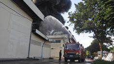 ไฟไหม้โรงงาน ที่ โคราช พนักงานกว่า 80 ชีวิต หนีตายวุ่น