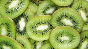 สีเขียวเปรี้ยวจี๊ด ประโยชน์ดีๆ ของ กีวี (Kiwifruit)