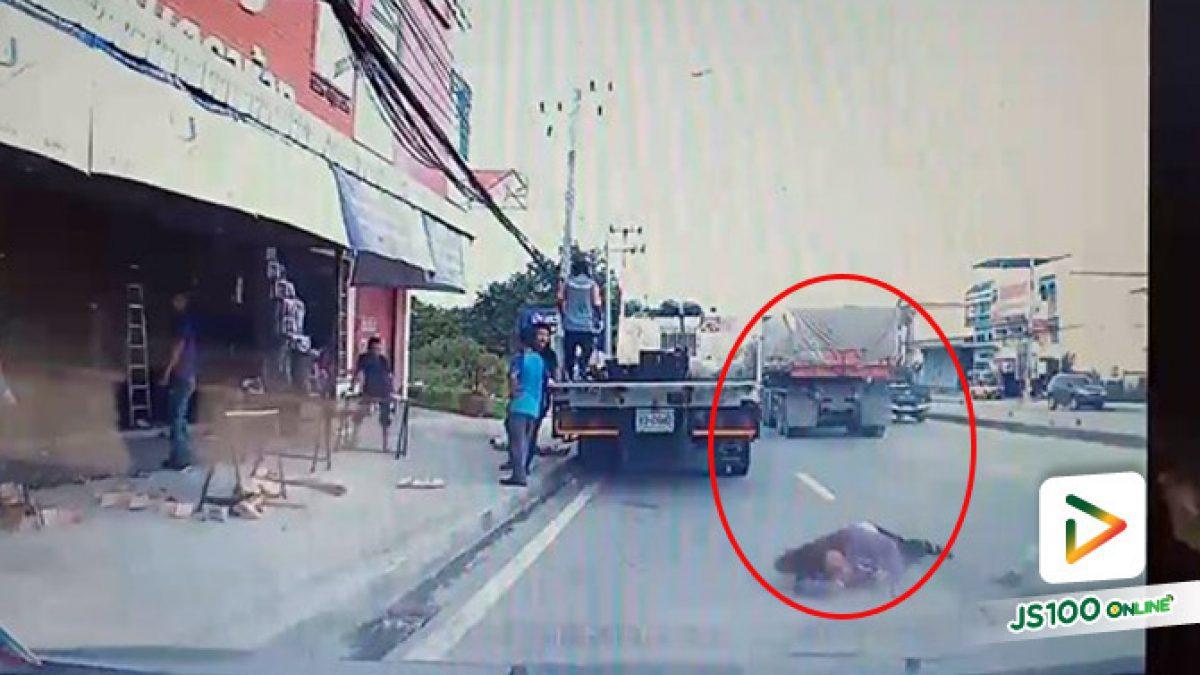 ญาติผู้เสียหายตามหาผู้เห็นเหตุการณ์!! หญิงขี่รถจยย. ถูกรถบรรทุก 18 ล้อ เฉี่ยวชนล้ม บาดเจ็บสาหัส (10/08/2019)