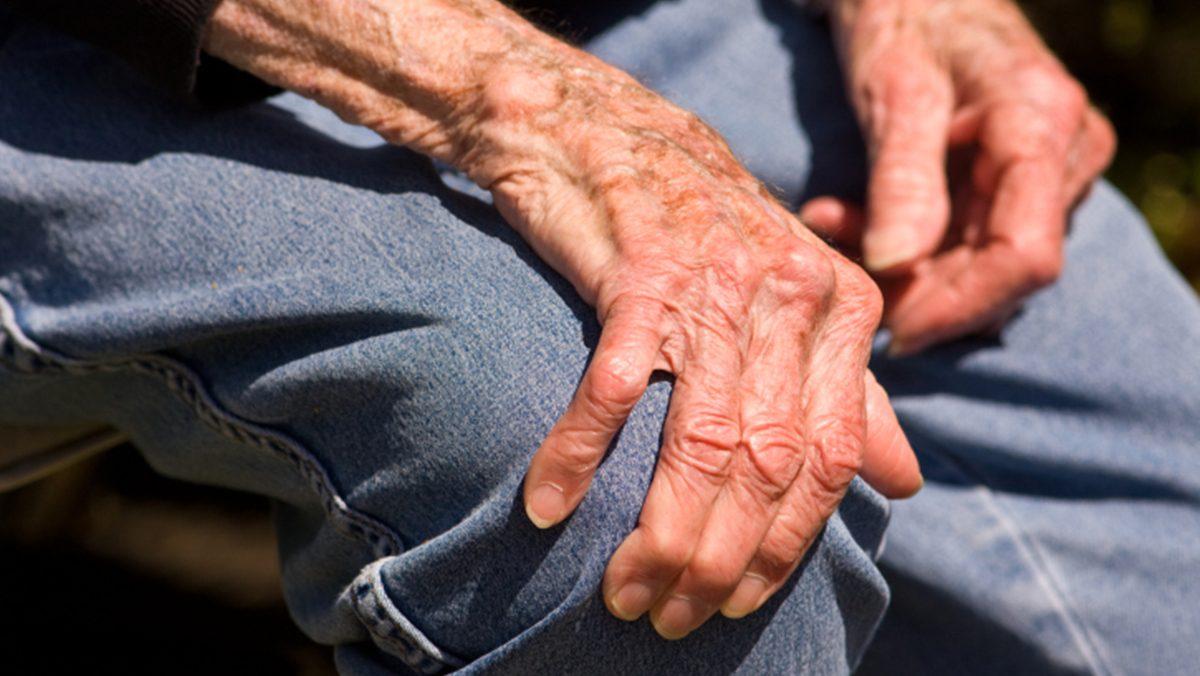 อาการสั่นเกร็ง 7 สัญญาณเตือน โรคพาร์กินสันโรคร้ายทางสมอง