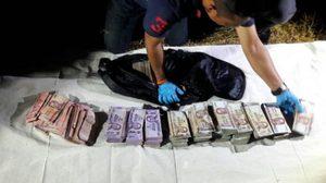 พบเงินของกลางแบงค์กรุงไทย กว่า 4 ล้าน หลังคนร้ายนำใส่กระเป๋าทิ้งลงน้ำ