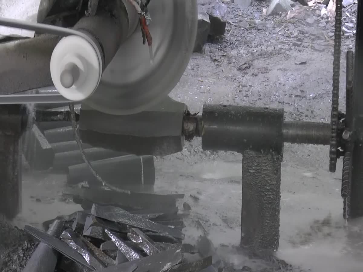 เปิดกรรมวิธีทำครกหินด้วยมือที่พะเยา สร้างรายได้ให้ชาวบ้าน