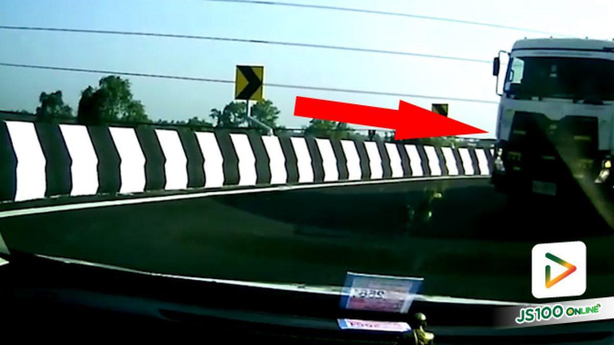 กำลังเลี้ยวกลับรถบนสะพานเกือกม้า เจอรถบรรทุกย้อนศรมาเฉย!!