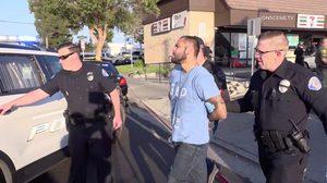 คนร้ายใช้สปาตาร์ไล่ปล้นแทงคนดับ 4 ศพเจ็บ 2 ในแคลิฟอร์เนีย