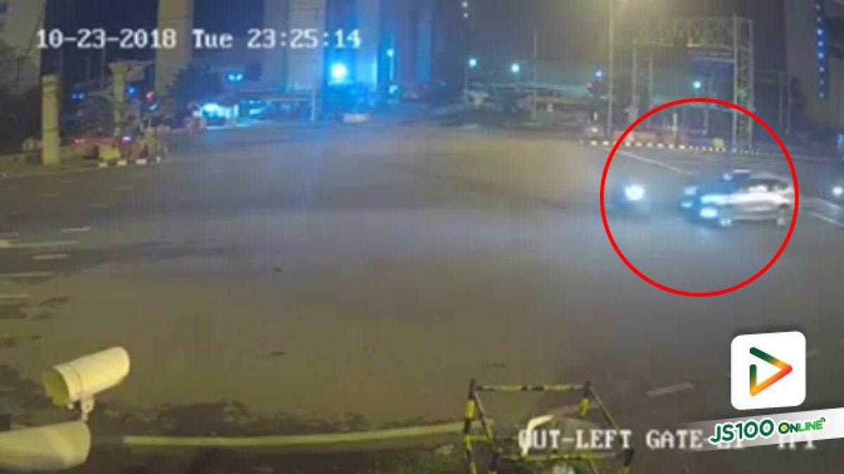 คลิปอุบัติเหตุรถยนต์ปาเจโร่ผ่าไฟแดงทางตรง ชนเข้ากับจยย.ที่กำลังเลี้ยว แยกอู่ราชประชา (25-10-61)