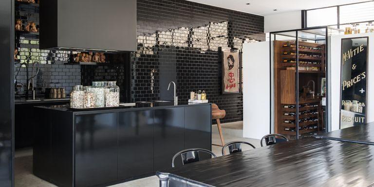 ห้องครัวสีดำ