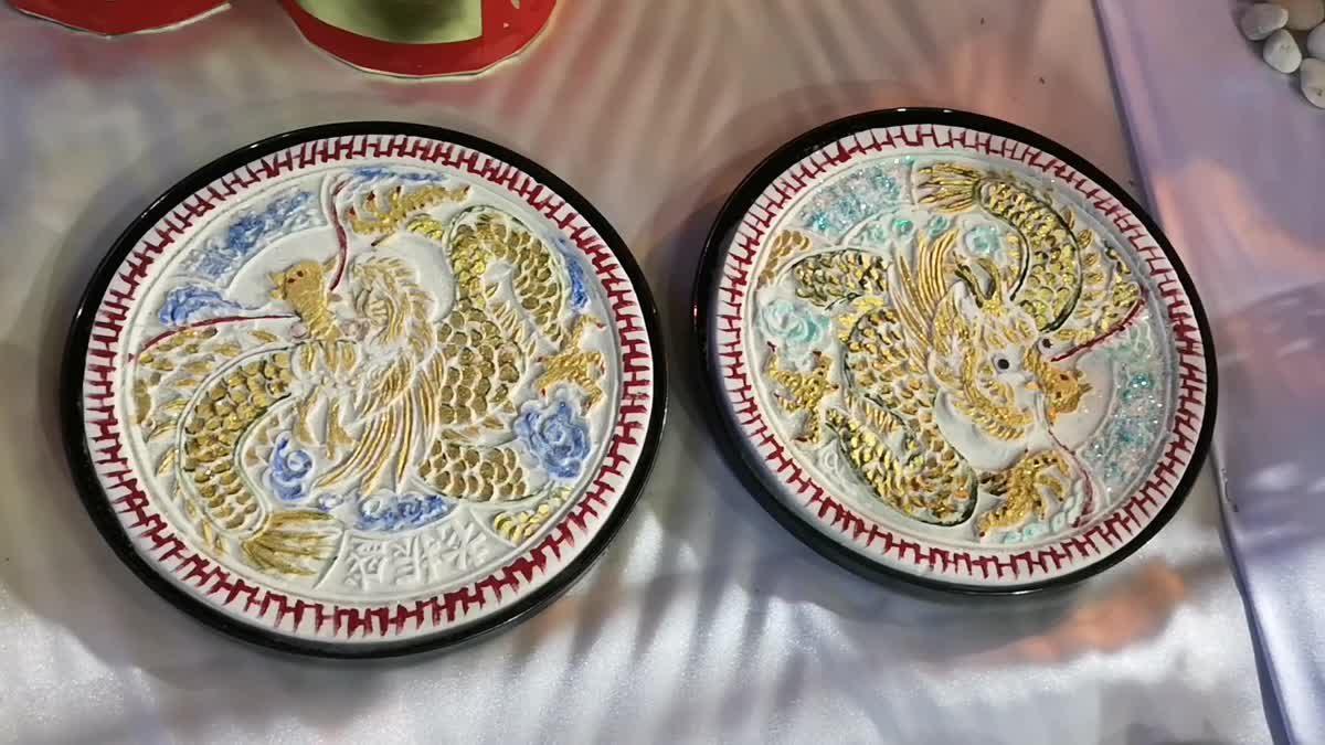 ชาวไทยเชื้อสายจีน ตั้งโต๊ะไหว้ขอพรพระจันทร์คึกคัก