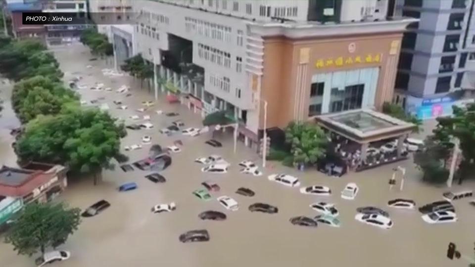 'หูเป่ย' อ่วมหนัก!! ฝนตกน้ำท่วม  รถหลายสิบจมครึ่งคัน