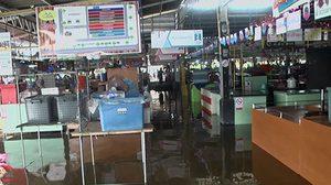 ฝนถล่ม! จันทบุรี กระทบชาวบ้าน น้ำเอ่อเข้าท่วมตลาดเจริญสุข