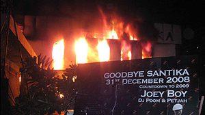 ลางบอกเหตุ ก่อนไฟไหม้ผับซานติก้า - Santika