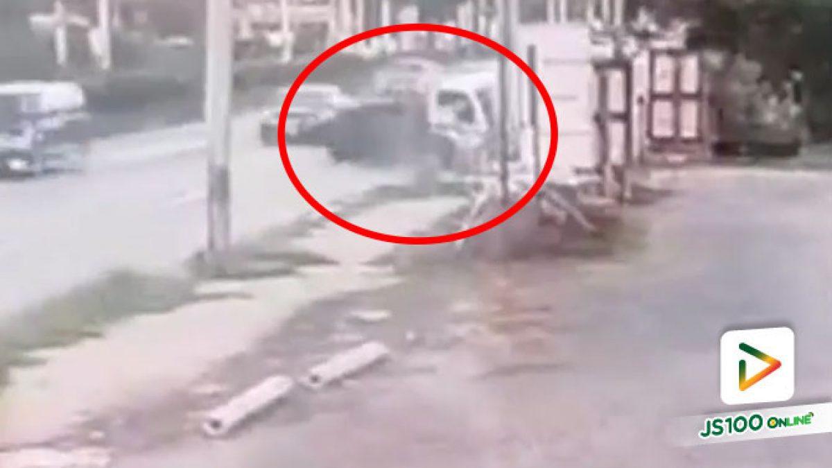 รถบรรทุกเสียหลักชนเสาไฟฟ้าริมทาง บาดเจ็บ 2 คน (07/06/2020)