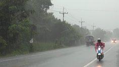 อุตุฯ เตือน 'เหนือ-อีสาน' ฝนตกหนัก เสี่ยงน้ำท่วมฉับพลัน กทม.ตกร้อยละ 40 ของพื้นที่