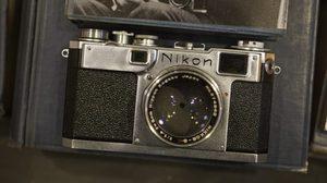 กล้องในพระหัตถ์ของพ่อ ณ ห้องหมายเลข 9
