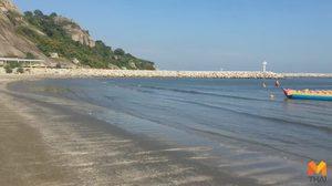 หาดหัวหินไม่มีขยะกระทงแล้ว นักท่องเที่ยวลงเล่นน้ำปกติไม่มีตะปู