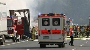 รถทัวร์พุ่งชนท้ายรถบรรทุก บนทางด่วนในเยอรมนีเจ็บ 31คน