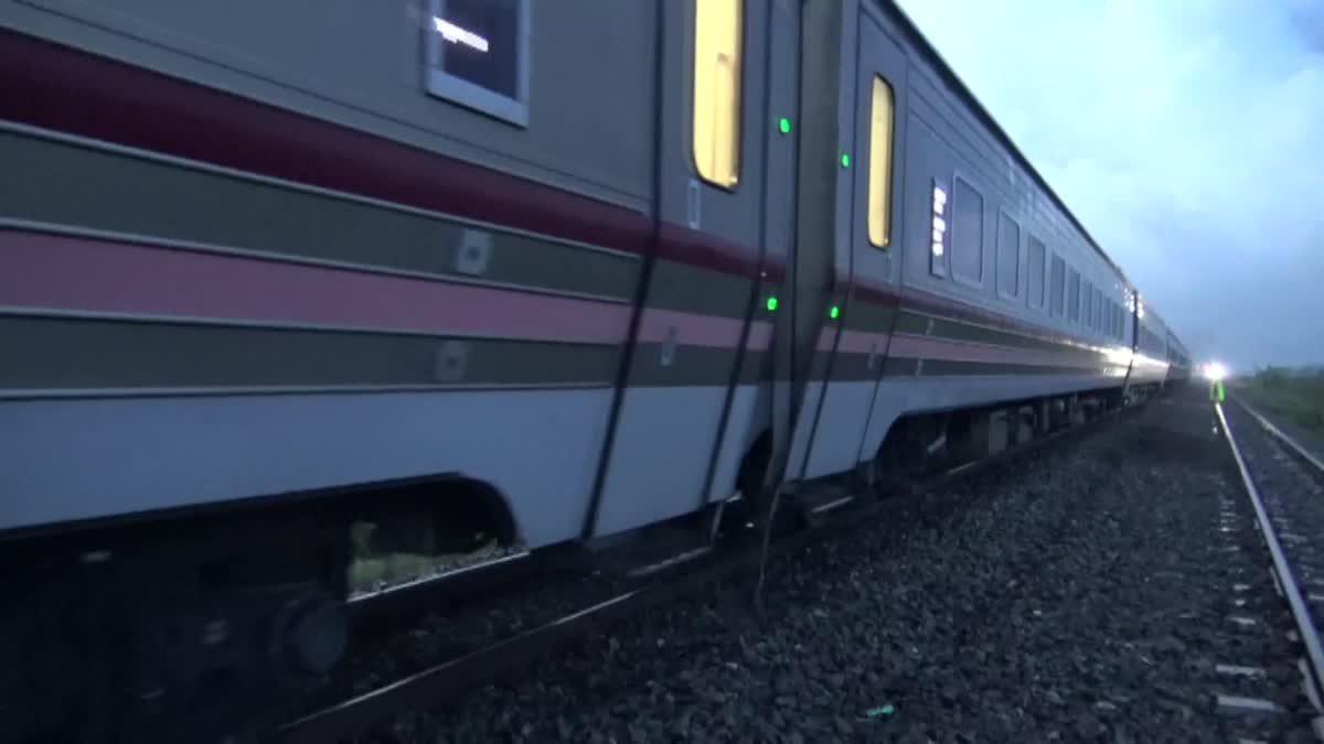หนุ่มนอนบนรางรถไฟ เปิดหวูดไล่กลับนิ่ง ถูกเหยียบร่างดับอนาถ