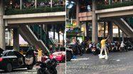 ระทึก! หนุ่มคลั่งใช้มีดทำร้ายตัวเอง ก่อนเทงูบนถนน หน้าห้างดังกลางเมือง