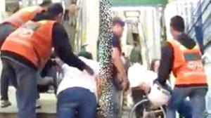น้ำใจพี่วินไทย!ช่วยคนพิการยกวีลแชร์ขึ้นบีทีเอสทุกวัน(คลิป)