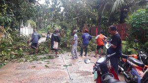 พายุถล่ม! บ้านเรือนชาว อ.กันทรลักษ์ เสียหาย เร่งช่วยเหลือ