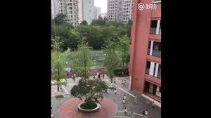 แผ่นดินไหวในเสฉวน นักเรียนอพยพออกจากตึกโกลาหล