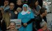 """หญิงมุสลิมถูกเชิญตัวออกขณะประท้วง """"โดนัลด์ ทรัมป์"""""""