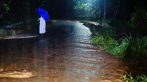 ฝนถล่ม! พัทลุง ต่อเนื่อง เตือนระวังน้ำป่าหลาก ดินถล่ม