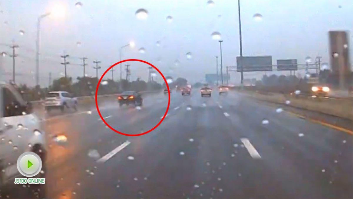 คลิปเตือน! ฝนตกถนนลื่นอย่าขับเร็วมันอันตราย (27-12-60)