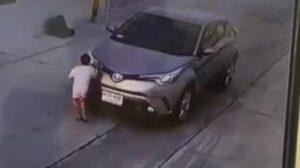 ตร. เผยเอาผิดได้ สาวขับรถชนเด็กจ่าย 500 ยกเป็นอุทาหรณ์ให้ระวัง