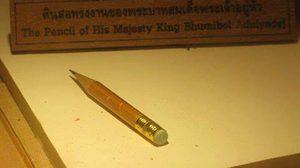 """เรื่องเล่าของ """"ดินสอ"""" 1 ในสิ่งของประจำพระองค์ ของในหลวงรัชกาลที่ ๙"""