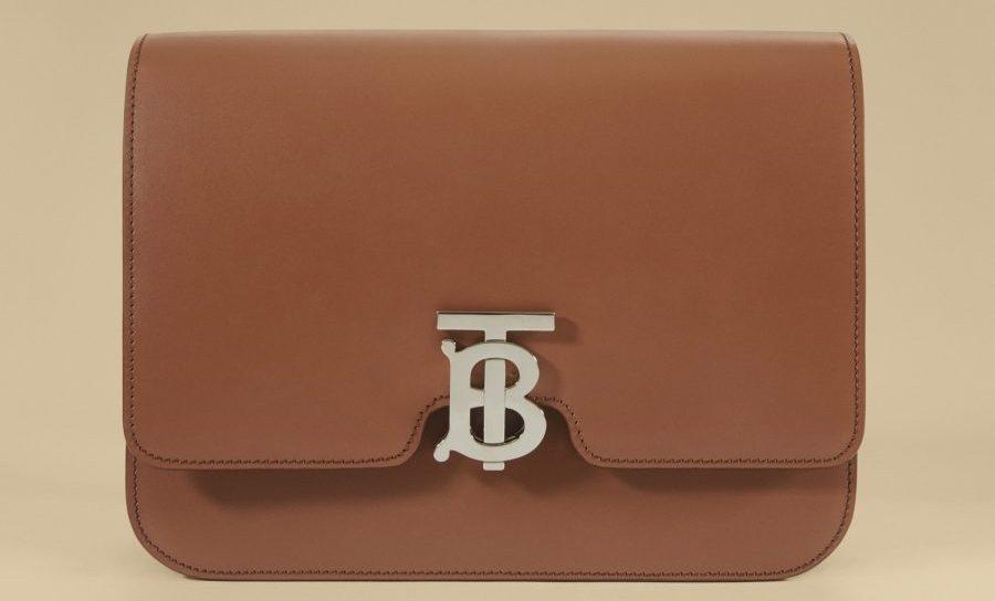 Burberry ถ่ายทอดเบื้องหลังงานฝีมือสุดประณีต  ถือกำเนิดกระเป๋าไอคอนิครุ่น TB Bag