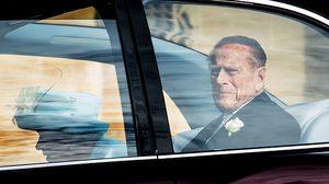 เจ้าชายฟิลิปพระสวามีควีนอลิซาเบธ ทรงคืนใบขับขี่ให้กรมขนส่ง หลังเกิดอุบัติเหตุรถชน