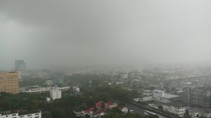 มาตามนัด!! ฝนตกทั่วกรุงเทพฯ-ปริมณฑล สูงสุดเขตทวีวัฒนา