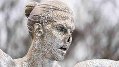เสริมจมูกด่วน! รูปปั้น ซลาตัน หน้าพัง หลังถูกแฟนบอล มัลโม่ ผู้โกรธเกรี้ยวทำลาย