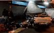 รถกระบะเสียหลักพุ่งชนร้านริมทาง จ.นนทบุรี