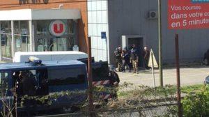 ระทึก ! สาวก 'กลุ่มไอเอส' ยิงตำรวจจับตัวประกันที่ฝรั่งเศส