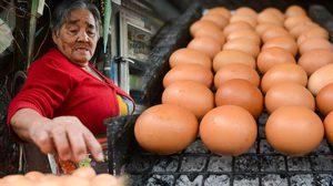 """เพราะไม่อยากเป็นภาระลูกหลาน """"ยาย 84 ปี"""" ยังคงมุ่งมั่นขายไข่ปิ้ง"""