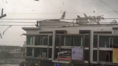 คลิประทึก!! พายุถล่มเมืองเมืองสมุทรสาคร หลังคาปลิวว่อน