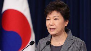 """ศาลเกาหลีใต้ตัดสินถอดถอน """"ปาร์คกึนเฮ"""" พ้นตำแหน่ง"""