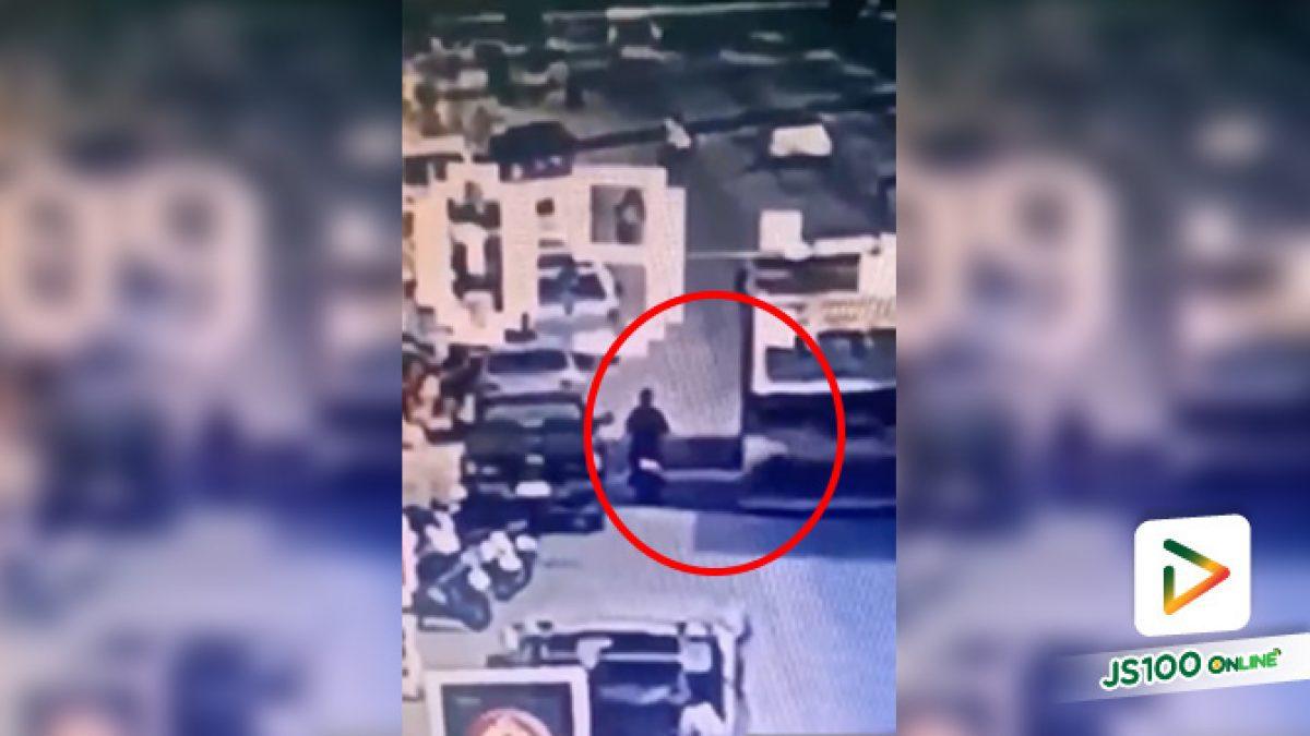 เด็กหญิงขี่จยย. เสียหลักชนท้ายปิคอัพที่จอดริมถนน ล้มเข้าใต้รถพ่วง 18 ล้อ ถูกทับ เสียชีวิต (16/01/2020)