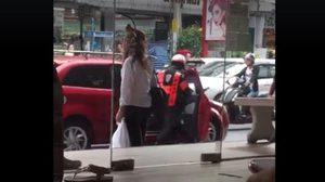 ชัดๆ นาที สาวจีนขับเก๋งชนตำรวจ ด้านอัยการส่งฟ้องศาลแล้ว หลังถูกจับ